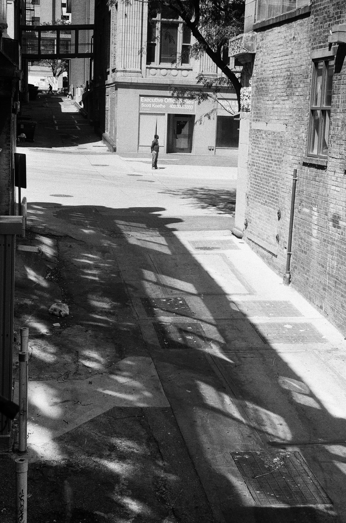 Leica M3; Leica Summicron 50mm f2; 1/500s; f/8; Ilford HP5+